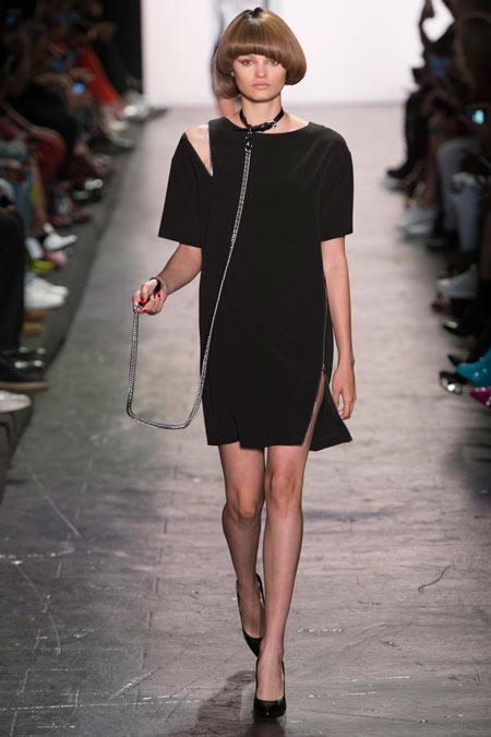 Hết hồn với những thiết kế kì dị tại New York Fashion Week - 8