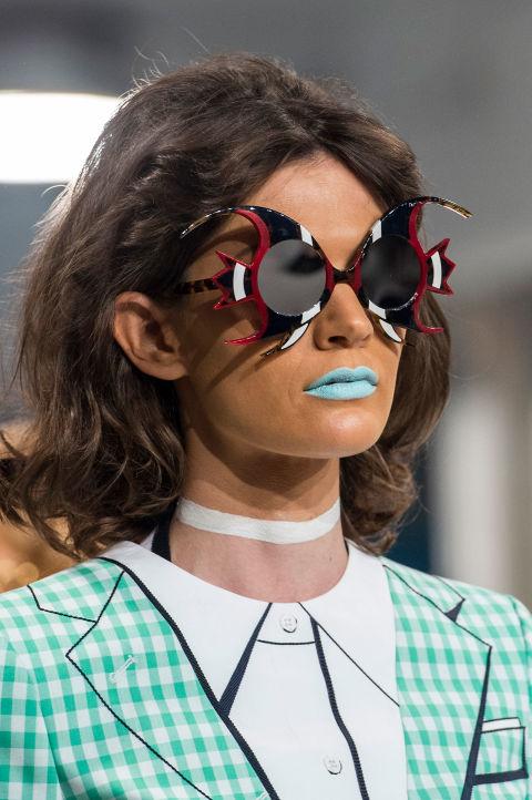 Hết hồn với những thiết kế kì dị tại New York Fashion Week - 12