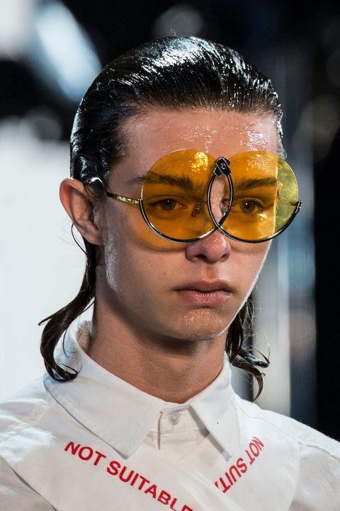 Hết hồn với những thiết kế kì dị tại New York Fashion Week - 13