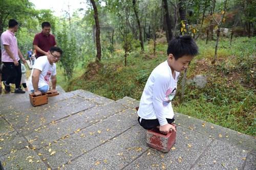 TQ: Cậu bé không chân chinh phục núi cao nghìn mét - 2