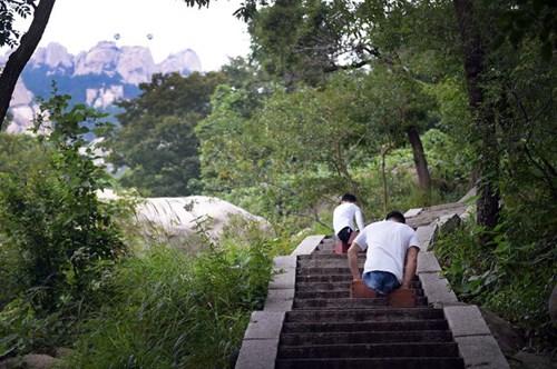 TQ: Cậu bé không chân chinh phục núi cao nghìn mét - 3