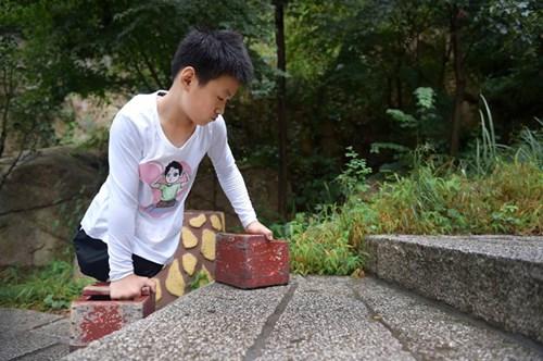 TQ: Cậu bé không chân chinh phục núi cao nghìn mét - 4