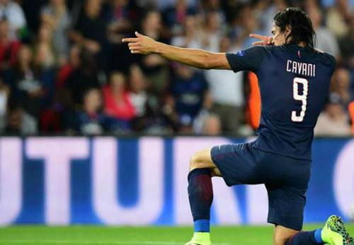 """""""Chân gỗ"""" hạng nặng, Cavani - Giroud bị cười nhạo - 1"""