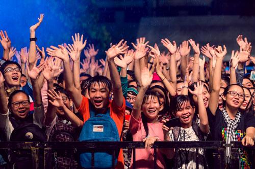 Đông Nhi cùng 5000 bạn gái Cần Thơ khuấy động đại tiệc âm nhạc - 4