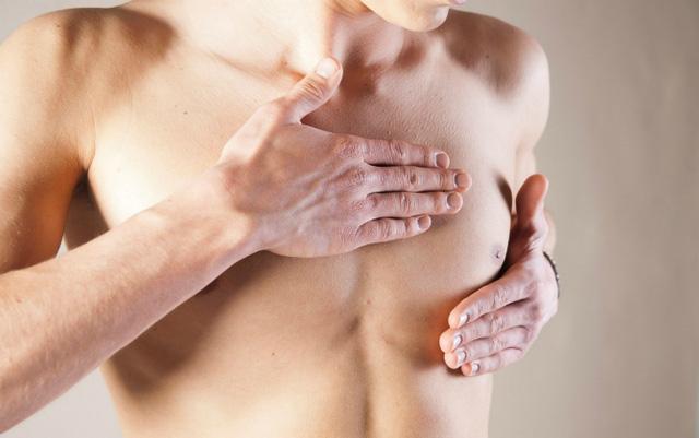 Bất ngờ với những dấu hiệu ung thư vú ở nam giới - 1