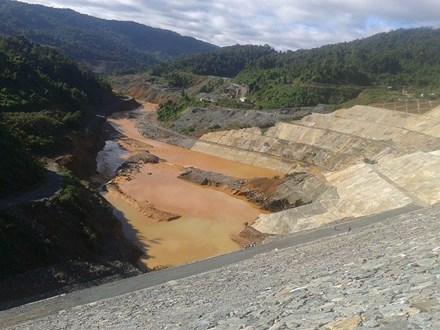 Sốc với hiện trường vỡ đường ống thủy điện Sông Bung 2 - 1
