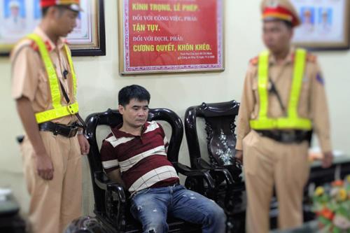 """CSGT Bắc Giang bắt ma túy khi đang """"bắn"""" tốc độ - 1"""