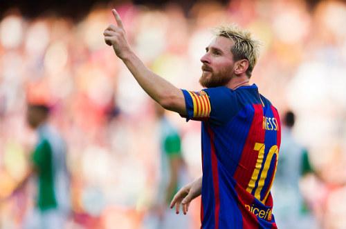 Messi thăng hoa, Ronaldo giơ ngón tay thối về đồng đội - 1