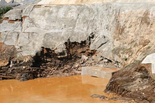 Vụ vỡ cống thủy điện: Tìm thấy tất cả người mất tích - 4
