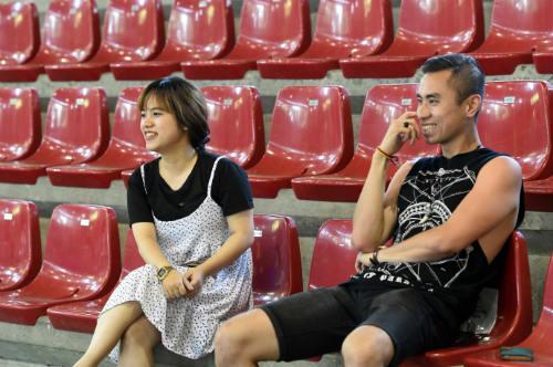 ĐT futsal Việt Nam được nữ sinh xinh đẹp tiếp sức - 1
