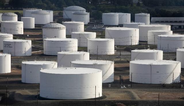 """Thế giới sẽ """"bội thực"""" dầu đến cuối năm 2017 - 1"""