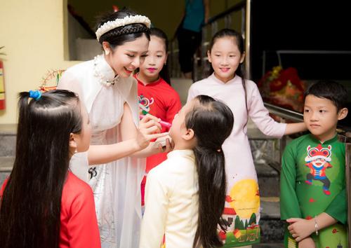 Ngọc Hân hóa chị Hằng xinh đẹp bên chú Cuội Xuân Bắc - 7