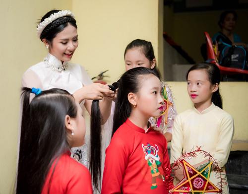 Ngọc Hân hóa chị Hằng xinh đẹp bên chú Cuội Xuân Bắc - 8