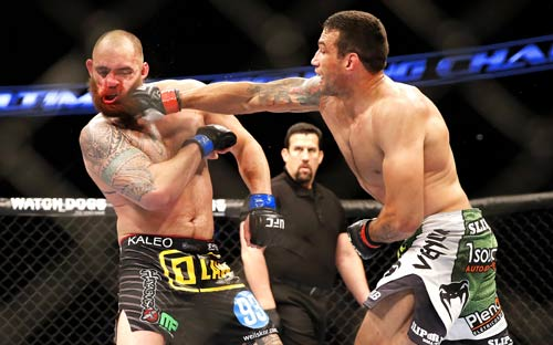 """UFC: Võ sĩ """"hổ báo"""" đánh cả thầy giáo đối thủ - 1"""