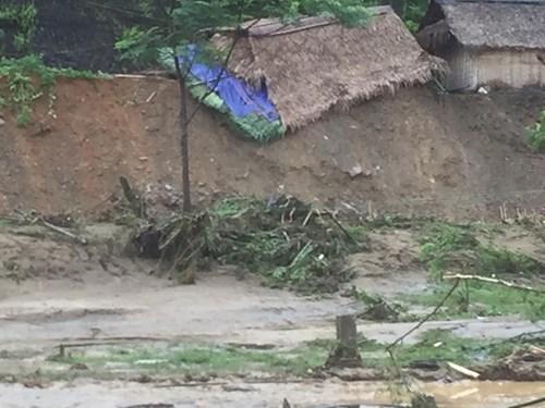 Mưa lũ dồn dập Nghệ An, hơn 500 người bị cô lập - 3