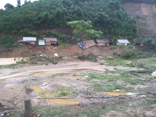 Mưa lũ dồn dập Nghệ An, hơn 500 người bị cô lập - 5