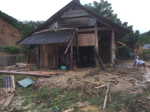 Mưa lũ dồn dập Nghệ An, hơn 500 người bị cô lập - 6