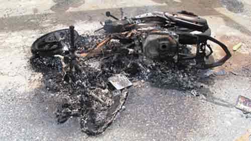 Dùng kích điện trộm chó, cẩu tặc bị đốt xe, đánh nhừ tử - 1