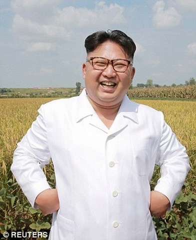 Ảnh Kim Jong-un tươi cười xuất hiện sau đợt lũ lịch sử - 1