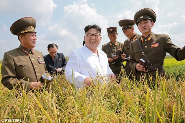 Ảnh Kim Jong-un tươi cười xuất hiện sau đợt lũ lịch sử - 3