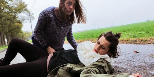 Video phim kinh dị khiến hàng chục khán giả nhập viện - 3