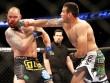"""UFC: Võ sĩ """"hổ báo"""" đánh cả thầy giáo đối thủ"""