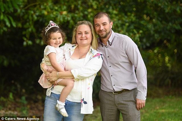 Bé gái Anh 4 tuổi chiến thắng 7 khối ung thư trong cơ thể - 5