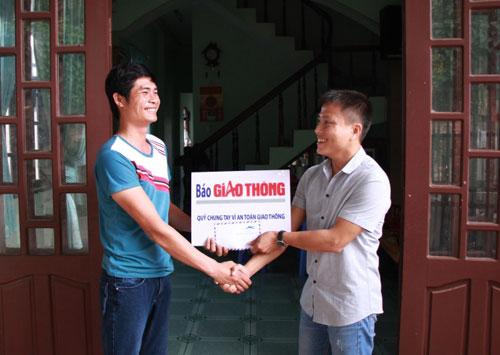 Người hùng đèo Bảo Lộc chia thưởng cho tài xế xe khách - 2