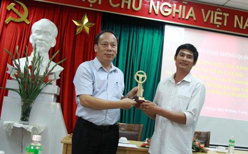 Người hùng đèo Bảo Lộc chia thưởng cho tài xế xe khách - 3