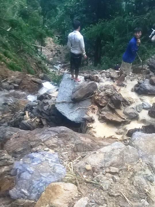 Cận cảnh hiện trường vụ sạt lở núi vùi 7 người - 2