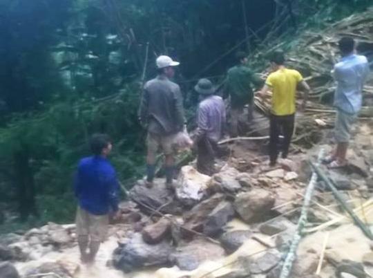 Cận cảnh hiện trường vụ sạt lở núi vùi 7 người - 3
