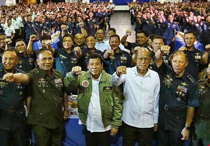 Ông Duterte muốn bỏ phán quyết trọng tài? - 1