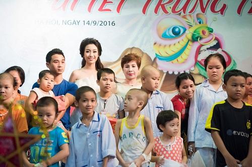 Hoa hậu Mỹ Linh sắm vai chị Hằng yêu thương bệnh nhi - 2