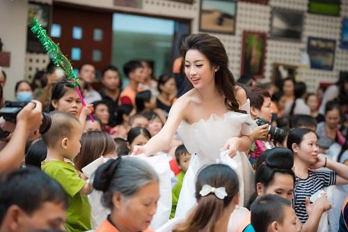 Hoa hậu Mỹ Linh sắm vai chị Hằng yêu thương bệnh nhi - 3