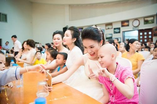 Hoa hậu Mỹ Linh sắm vai chị Hằng yêu thương bệnh nhi - 5