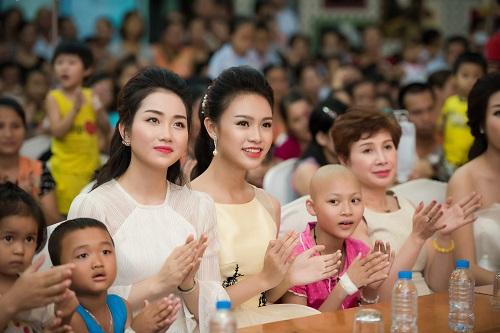 Hoa hậu Mỹ Linh sắm vai chị Hằng yêu thương bệnh nhi - 6
