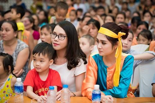 Hoa hậu Mỹ Linh sắm vai chị Hằng yêu thương bệnh nhi - 7