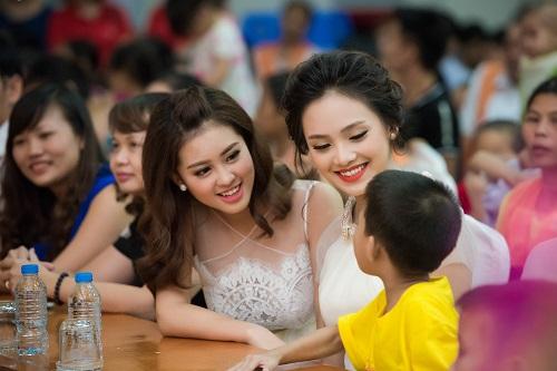 Hoa hậu Mỹ Linh sắm vai chị Hằng yêu thương bệnh nhi - 8
