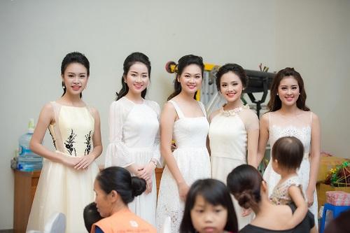 Hoa hậu Mỹ Linh sắm vai chị Hằng yêu thương bệnh nhi - 10