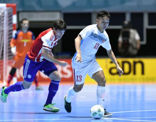 """Ảnh: Futsal Việt Nam """"trở lại mặt đất"""" trận gặp Paraguay - 1"""