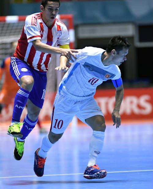 """Ảnh: Futsal Việt Nam """"trở lại mặt đất"""" trận gặp Paraguay - 8"""