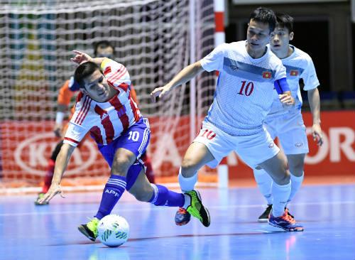 """Ảnh: Futsal Việt Nam """"trở lại mặt đất"""" trận gặp Paraguay - 10"""