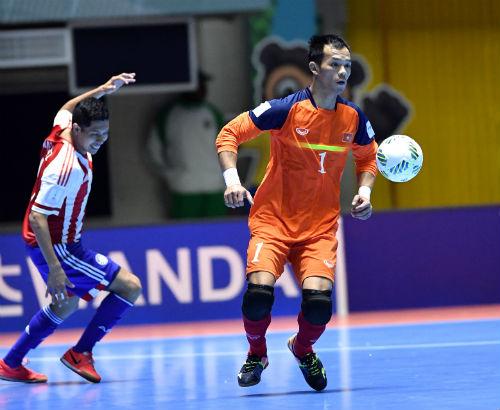 """Ảnh: Futsal Việt Nam """"trở lại mặt đất"""" trận gặp Paraguay - 12"""