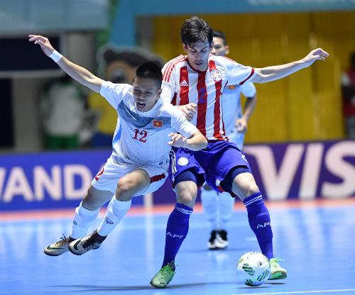 """Ảnh: Futsal Việt Nam """"trở lại mặt đất"""" trận gặp Paraguay - 14"""