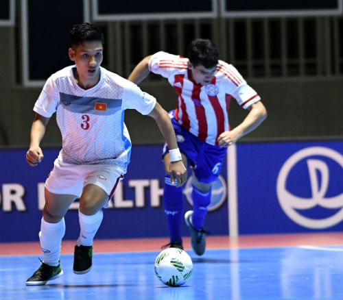 """Ảnh: Futsal Việt Nam """"trở lại mặt đất"""" trận gặp Paraguay - 15"""