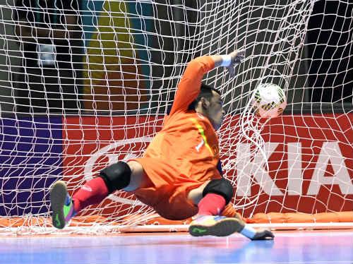 """Ảnh: Futsal Việt Nam """"trở lại mặt đất"""" trận gặp Paraguay - 2"""
