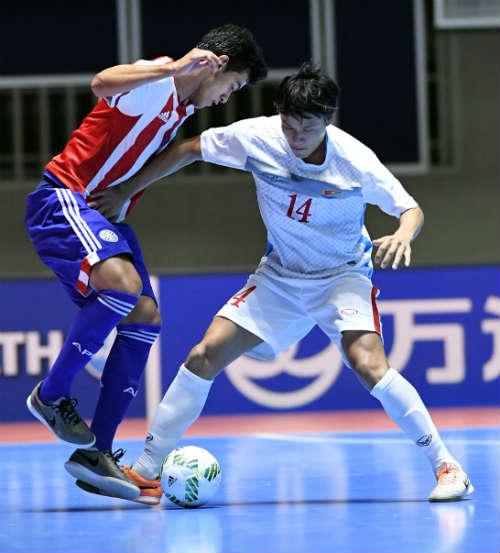 """Ảnh: Futsal Việt Nam """"trở lại mặt đất"""" trận gặp Paraguay - 6"""