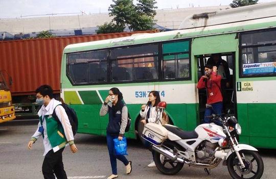 Container gây 3 vụ tai nạn liên tiếp, xa lộ Hà Nội kẹt cứng - 3