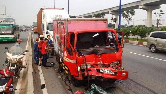 Container gây 3 vụ tai nạn liên tiếp, xa lộ Hà Nội kẹt cứng - 4