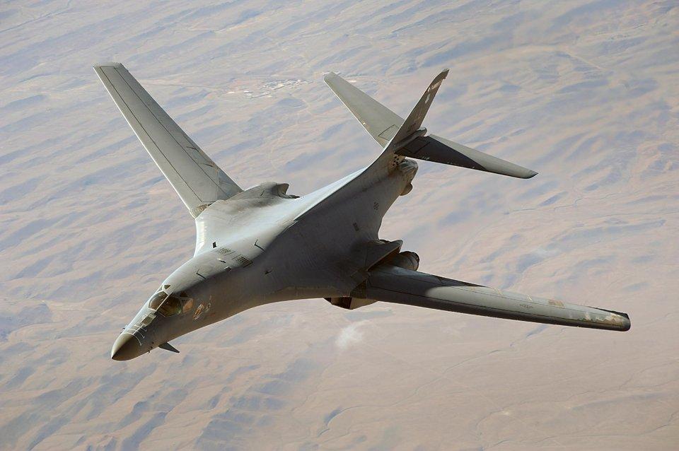 Triều Tiên chế giễu màn phô diễn sức mạnh máy bay B-1B Mỹ - 1